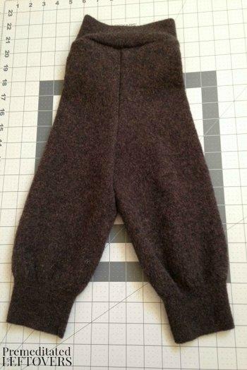 Теплые штанишки из свитера готовы!